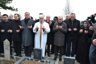 Сюлейман Гьокче, Мустафа Хаджи, Лютви Местан и Азиз Бабушчи ( от ляво-на дясно) на Тюркян чешма през декември 2016 г.
