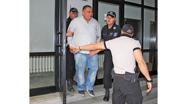 Марто Дебелия дрогира проститутки, за да минат повече клиенти