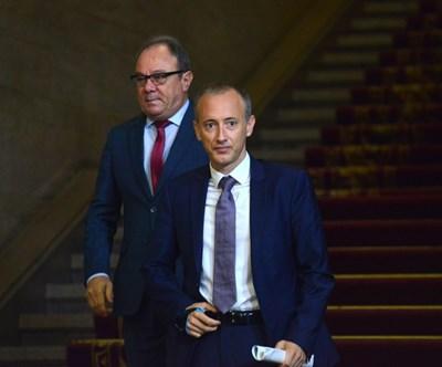 Приетите от правителството програми бяха представени от образователния министър Красимир Вълчев и шефа на БАН Юлиан Ревалски. СНИМКА: Йордан Симeонов