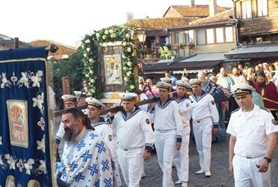 Хиляди ще се включат в традиционното шествие на чудотворната икона на Богородица в Несебър.