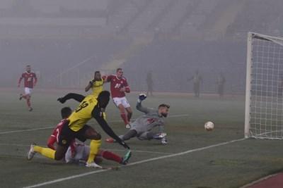 Нсаме отбелязва единствения гол в мача. СНИМКА: Снимки: Велислав Николов