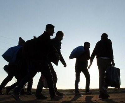 Осем мигранти от Пакистан бяха ранени, когато автомобилът, в който били превозвани, излетял от регионалния път Куманово-Скопие при село Никущак СНИМКА: Ройтерс