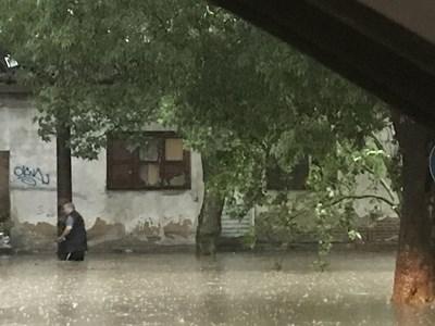 За половин час в Стара Загора в петък следобед се изсипаха 50 л на кв. м.  СНИМКА: ВАНЬО СТОИЛОВ