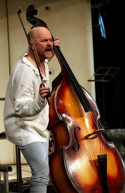 """Контрабасът"""" на Валентин Ганев е спектакъл, игран над 300 пъти."""