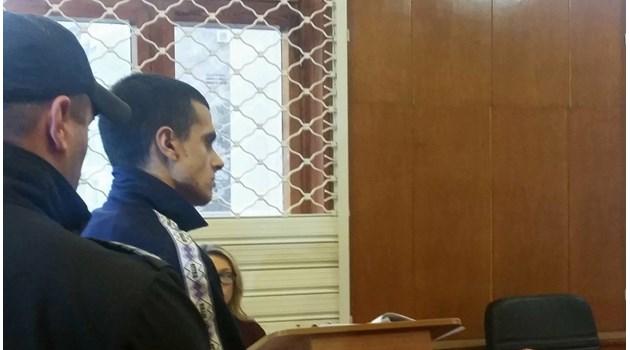 Прокуратурата иска 4 години и 6 месеца за бияча Живко, ударил баба на спирка (Видео)