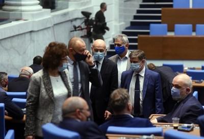 В последния си работен ден преди разпускането си, депутатите отложиха гласуването на творческите пенсии.  СНИМКА: Велислав Николов