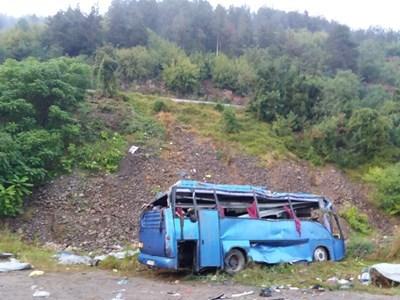 Синият автобус след катастрофата край Своге