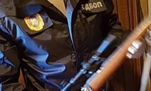 Шестима обвинени за незаконни оръжия в Казанлък, хванати по време на сделка