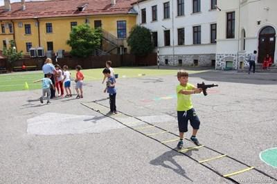 Малчугани от детските градини в Банско се включиха в занимателни игри, организирани от общината и Районното управление. СНИМКИ: ОБЩИНА БАНСКО