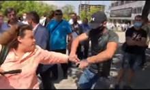 Агресия срещу журналист на конференцията на ГЕРБ (Видео)