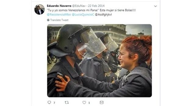 """Венецула си присвои известната снимка на протестърка и полицай от 2013 г. пред БНБ. Надписът е: """"Ти и аз сме венецуелци. Тази жена има т..пки!"""""""