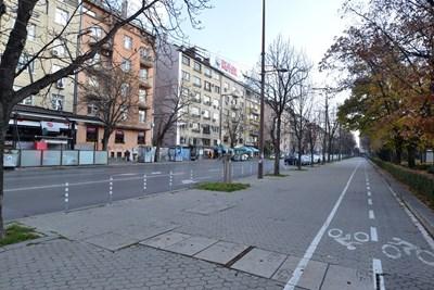 """И в момента по част от """"Патриарх Евтимий"""" има широка велоалея, която обаче не пречи на автомобилите."""
