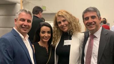 Президентът със своя български двойник в САЩ - Ник Леви, който живее и работи в Сан Франциско, и съпругата си Деси Банова  СНИМКИ: АВТОРКАТА
