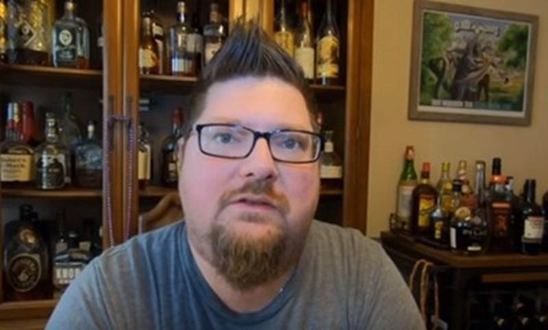 Американецът Дел Хол в началото на бирената диета Кадър: Youtube/Del Hall