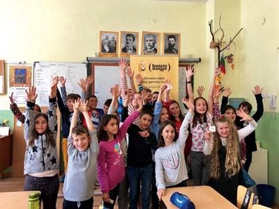 """През април екипът на """"Книговище"""" посети ученици от столичното 122-о ОУ """"Николай Лилиев"""". СНИМКА: """"Книговище"""""""