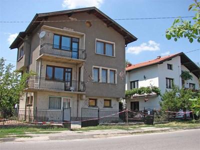 Пострадалата от земетресението къща на Румяна Кръстанова. СНИМКА: Светлана Стоименова