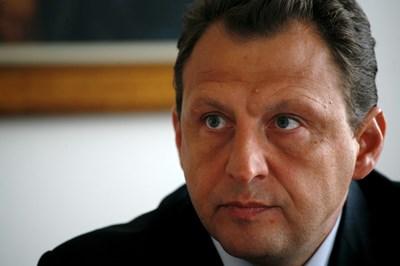 Бившият шеф на НСО ген. Димитров кандидат в Етрополе от АБВ и БАСТА