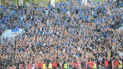 """Мобилизацията на """"сините"""" фенове води към рекордна посещаемост на дербито през 21-и век.  СНИМКА: ДЕСИСЛАВА КУЛЕЛИЕВА"""