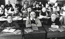 Pink Floyd отдавна предсказаха маските в училище