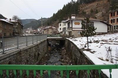 Преди 50 г. мостовете са били дървени, сега се строят с бетон.