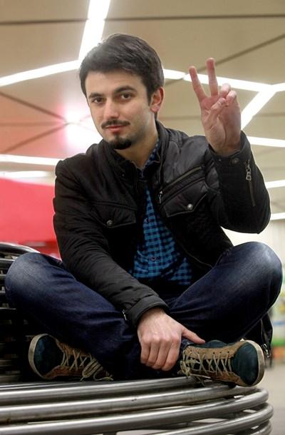 Победителят от Х-фактор Славин Славчев ще забавлява хората в Търговище в новогодишната нощ. СНИМКА: Румяна Тонeва
