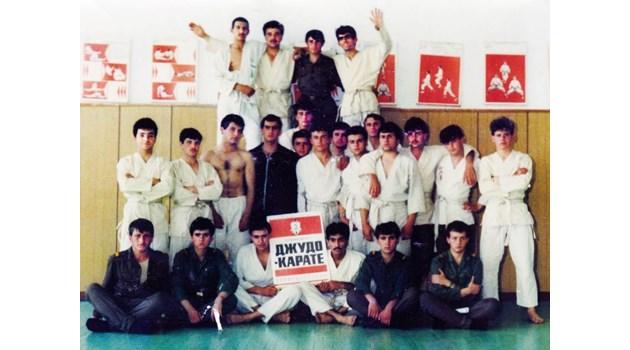 Как йогата проби в комунистическата милиция