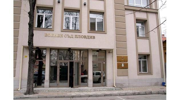 110 есемеса за смърт прати военен на тъщата, съдят го