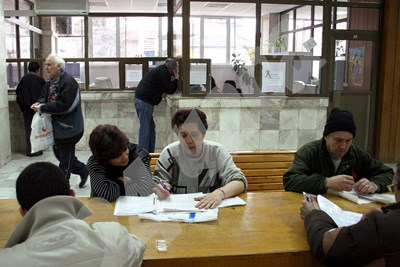 Хората ще трябва да подадат заявление в НОИ, в което да посочат по коя формула да се изчисли пенсията им. СНИМКА: 24 часа