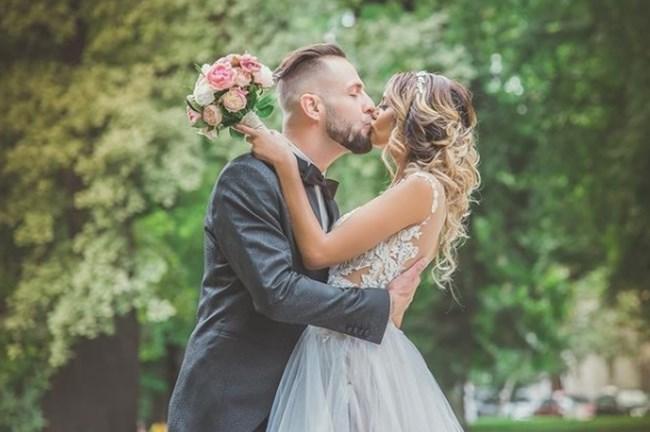 Женят се месеци преди да влязат в шоуто