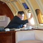 """Ким Чен Ун не се страхува да лети като баща си и дядо си. Самолетът му е брониран """"Илюшин"""" от съветско време.Ким Чен Ун не се страхува да лети като баща си и дядо си. Самолетът му е брониран """"Илюшин"""" от съветско време."""