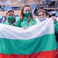 Весела Димитрова, Михаела Маевска и Илияна Раева с българското знаме след историческия триумф в Токио. СНИМКА: ЛЮБОМИР АСЕНОВ, LAP.BG