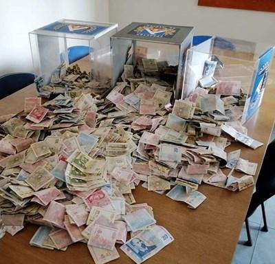 """В офисите на """"Герена"""" бяха преброени парите от даренията на феновете на """"Левски"""" в специалните урни на стадиона по време на мача срещу ЦСКА. Само там """"сините"""" са събрали малко над 42 хил. лв."""