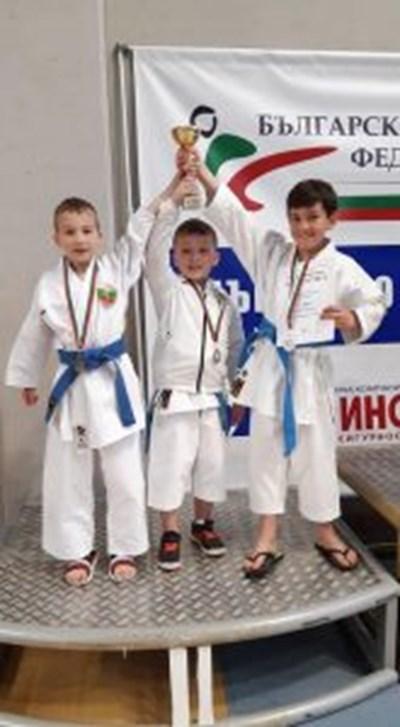 """Клуб """"Цанев"""" триумфира на държавното по олимпийско карате Снимки: БОК"""