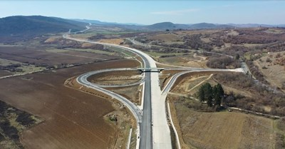 """Много от пътните съоръжения между """"Боаза"""" и Велико Търново вече са с изградени основи и се довършват."""