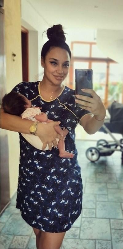 Мария Илиева с новородената си дъщеричка София