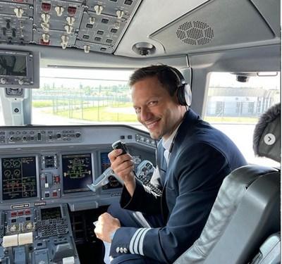 Орлин Павлов в пилотската кабина СНИМКА: ИНСТАГРАМ ПРОФИЛ НА ПАВЛОВ