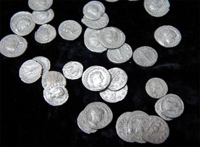 Резултат с изображение за Сребърно съкровище от 3. век откриха в центъра на Пловдив