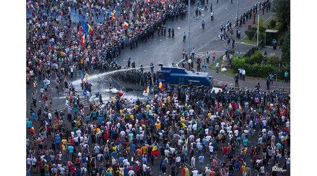 Вълна от протести в Европа срещу политиците: Непопулярни мерки и повишения на цените свалят рейтинга на управляващите