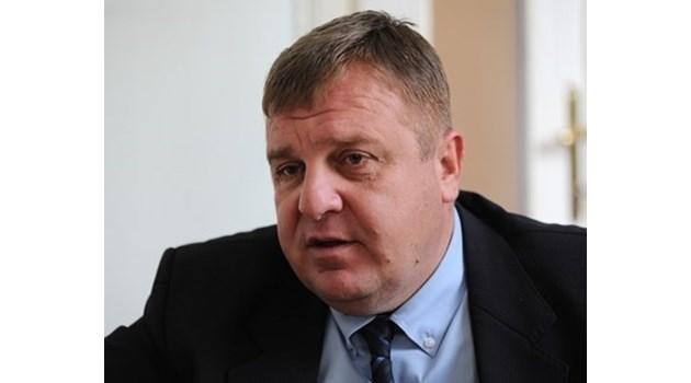 Каракачанов: Шефът на военното разузнаване подаде оставка (Обновена)