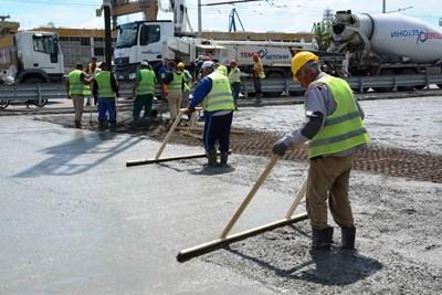 Напредват ремонтните дейности по съоръжение 6 на Аспаруховия мост във Варна. Снимка АПИ