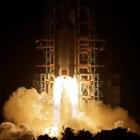 Извеждането в орбита на китайския апарат Чанъе-5. СНИМКА: РОЙТЕРС