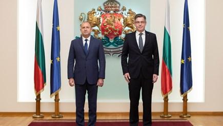 Президентът Румен Радев и новият посланик на Нидерландия у нас Симон ван дер Бург СНИМКА: ВАЛЕНТИН НИКОЛОВ