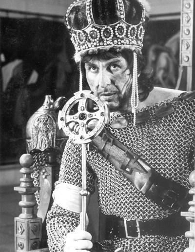 Апостол Карамитев в ролята на цар Иван Асен