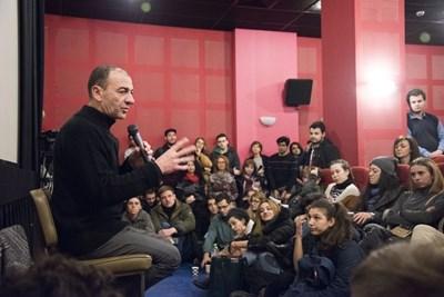 Димитър Маринов отговори на десетки въпроси на студентите от НАТФИЗ, за които намери време в претоварената си програма у нас.  СНИМКА: АРХИВ