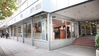 Сградата на Министерството на културата - поглед към централния вход и галерията