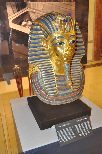 Маската на Тутанкамон прикова вниманието в първия  ден на изложбата