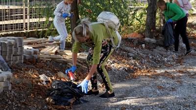 """24 тона отпадъци събраха доброволците в кампанията кампания """"Дa изчистим България заедно"""" в Мездра"""