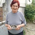 76-годишната бивша учителка Недка Димитрова още пази снимката със Стефан Янев Снимка Радко Паунов