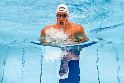 Любомир Епитропов по време на полуфиналната серия на 200 м бруст на олимпийските игри в Токио. СНИМКА: ЛЮБОМИР АСЕНОВ, LAP.BG