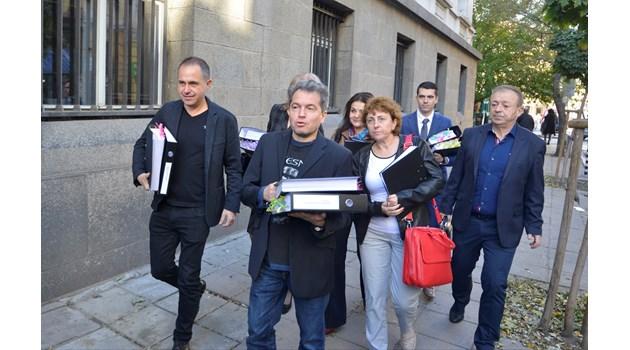 Тошко Йорданов подаде документи в съда за партията на Слави, не каза ще се коалират ли с Манолова